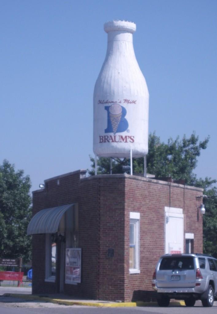Milk bottle Architecture along Route 66