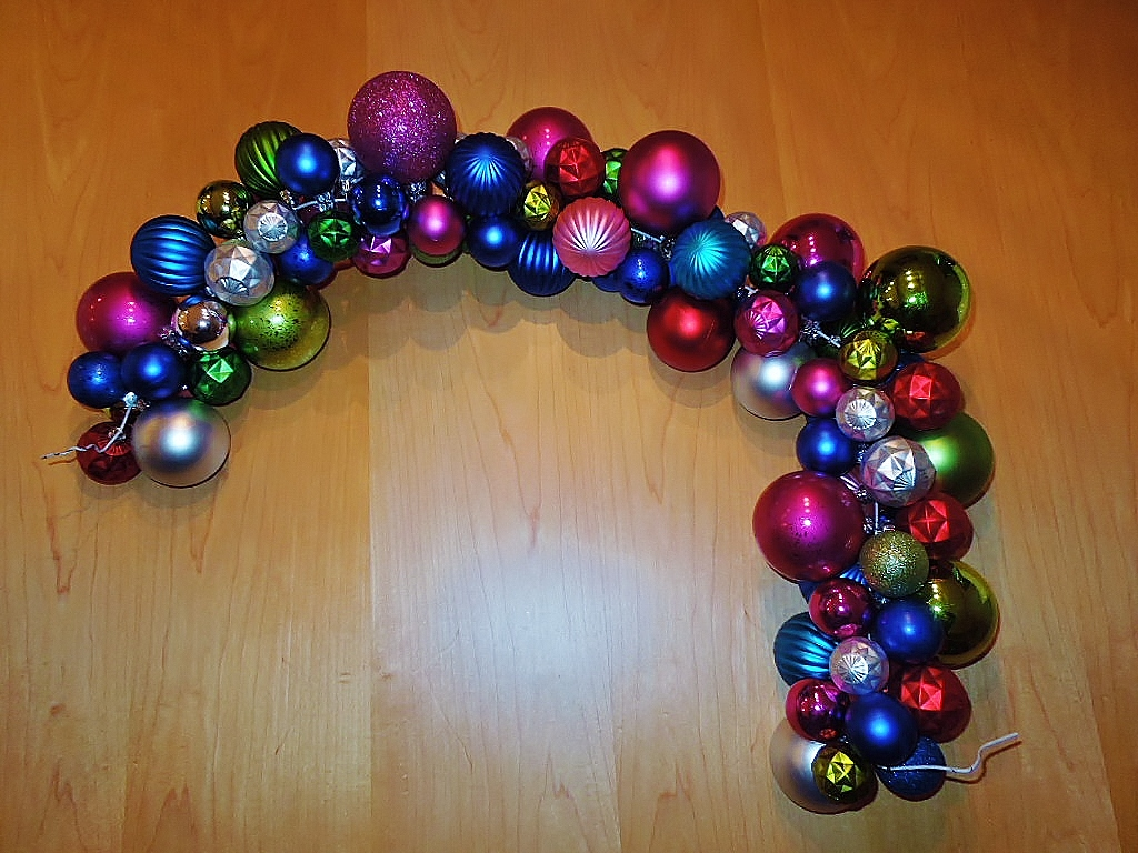 How to make easy colorful holiday wreath or garland