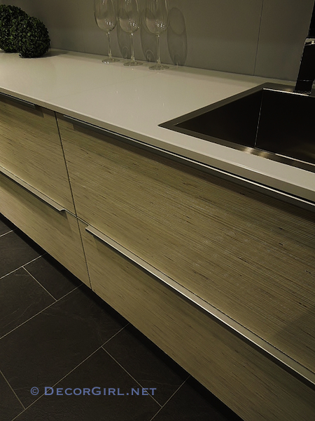 Quartz countertops and kitchen drawers