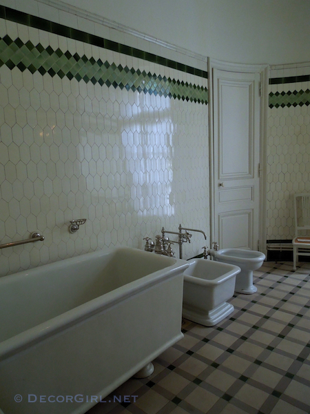 early 20th century bathroom in Paris