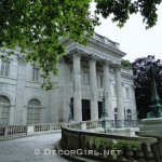 Architecture: Gilded Age Mansions of Newport