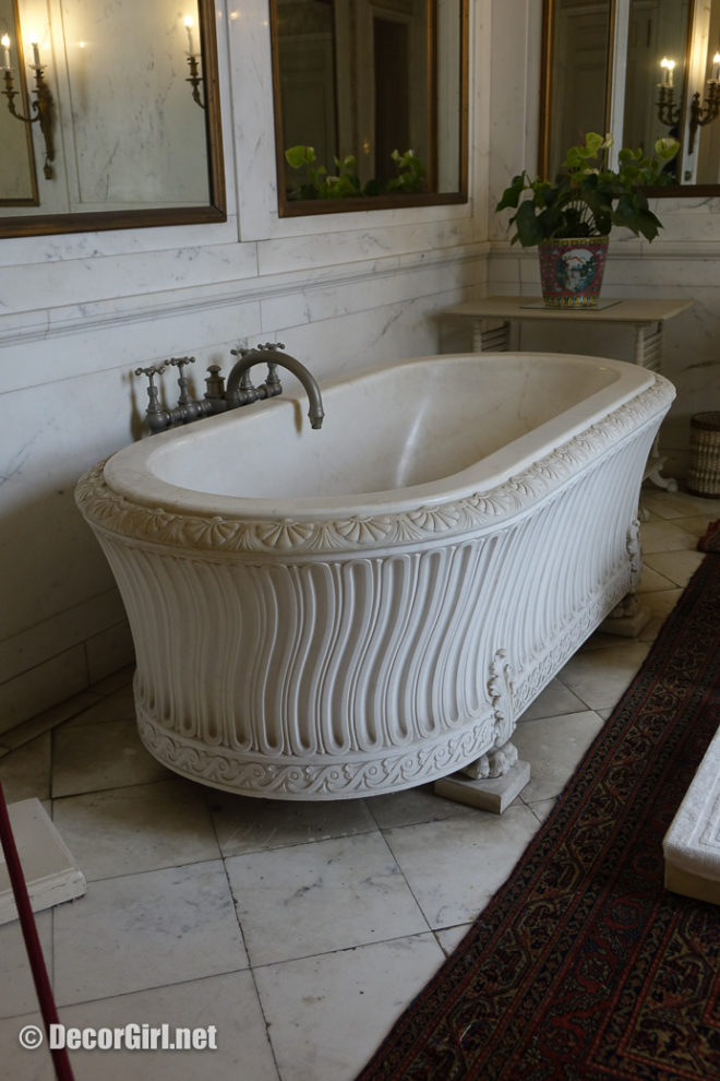 Carved marble tub with hot and cold ground and sea water