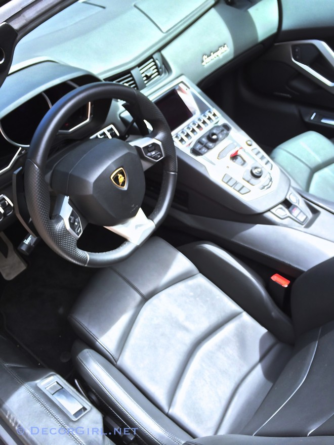 Lamborghini Aventador LP 700-4 roadster interior