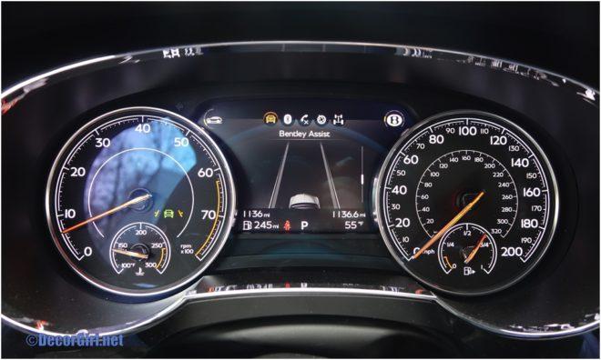 Bentley Bentayga instrument view