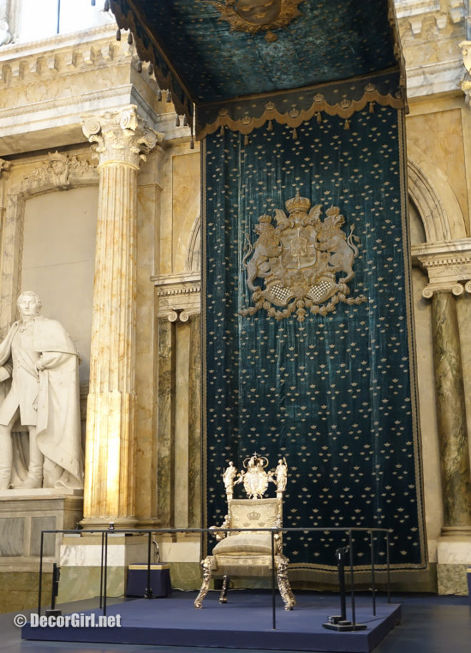 Silver throne in the Hall of State