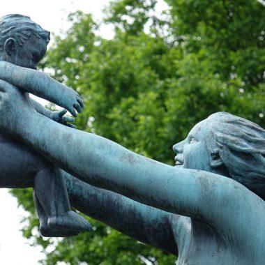 Gustav Vigilant sculpture